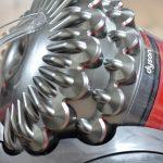 Kan en støvsuger virkelig selv rejse sig op, når den vælter?